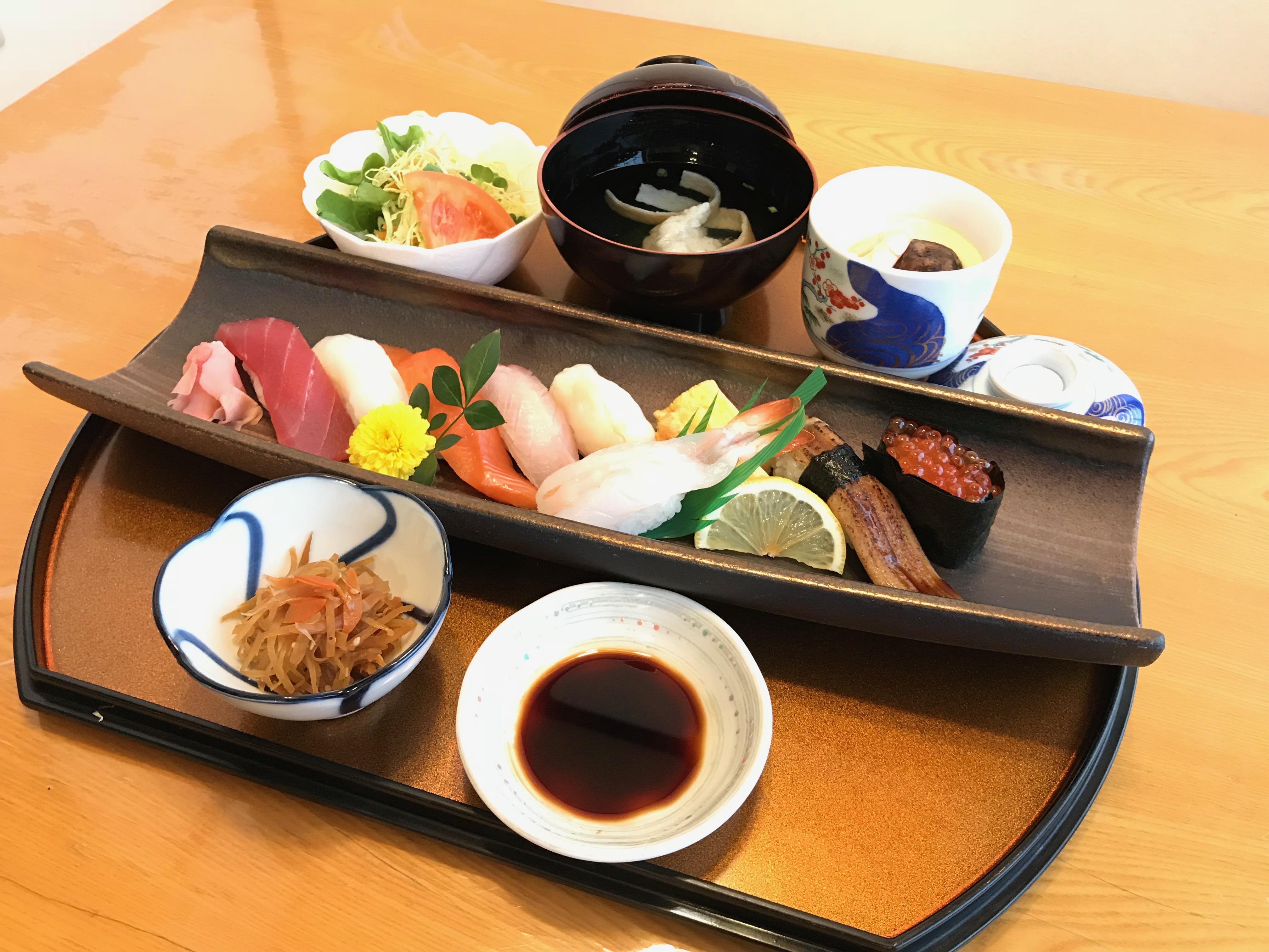 中握り定食 1,800円(+税)
